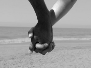 Couple-holding-hands-300x225